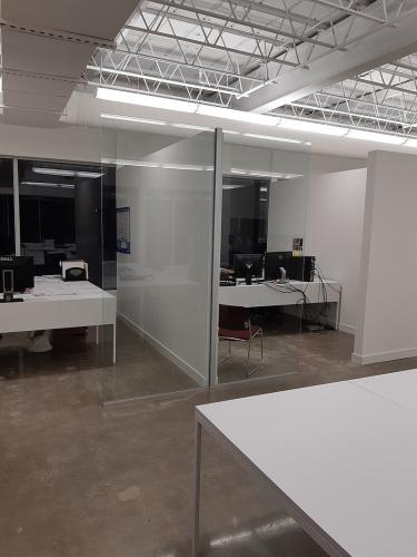 Frameless Office Partition 3